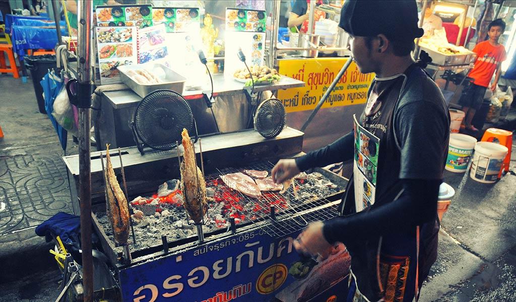 thailande-soi38-poissons-barbecue-vojagado