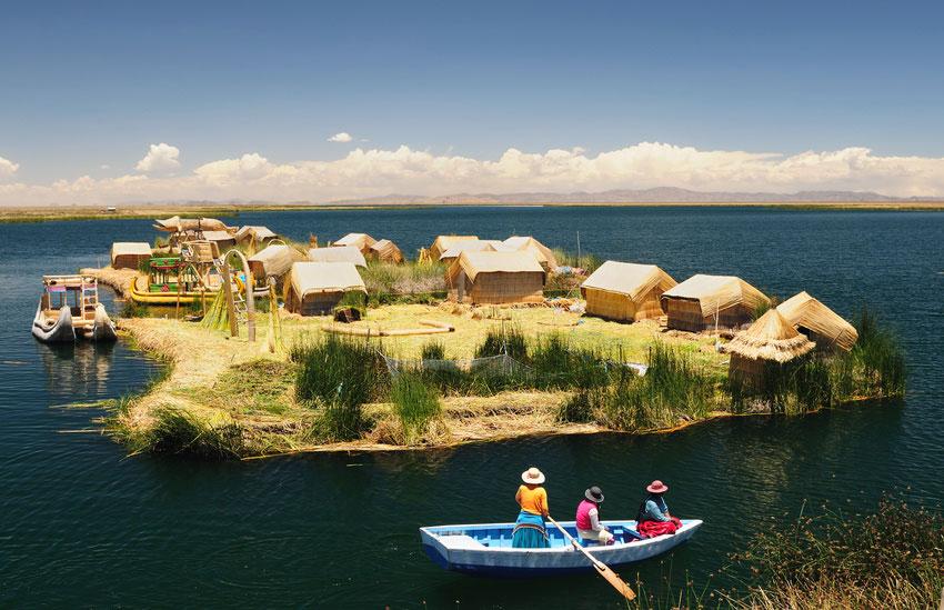 Véritable curiosités étonnantes, ces îles se visitent absolument, en dépit du folklore touristique un peu forcé