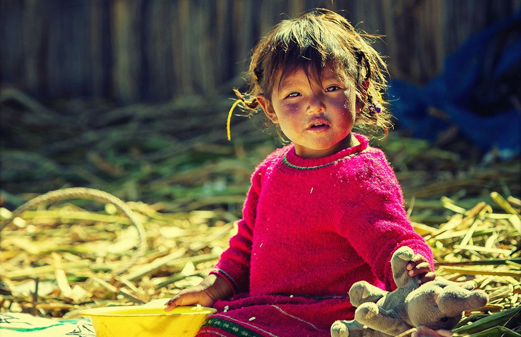 L'un des nombreux enfants qui peuplent les îles Uros, mais y resteront-ils comme leurs parents ?