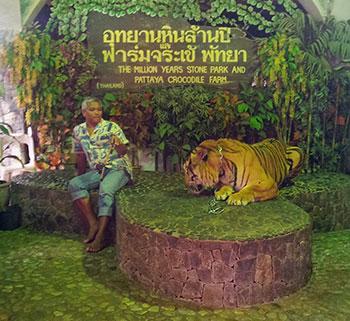 Se prendre en souvenir avec un tigre à Pattaya
