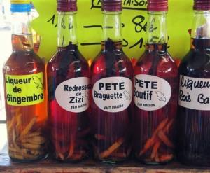 étal avec différentes bouteilles de rhum locaux martiniquais