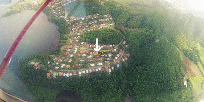maison de Geoffrey et Marion en Martinique vue du hublot d'un avion