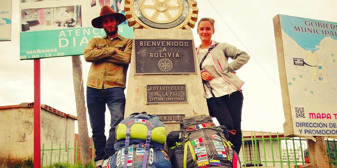 Jeanne et Stefenn sont à la frontière de la Bolivie avec leurs sacs à dos de backpackers