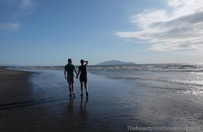 Véronique et Erik sur la plage Otaki