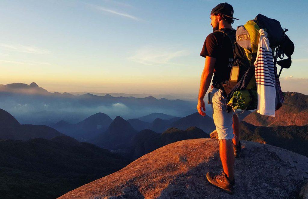 Jules devant les sommets d'Amérique du Sud