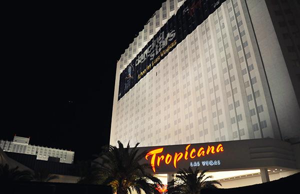 Le Tropicana n'est pas le plus extravagant des casinos mais dans ce déluge d'excentricités il est d'une sobriété réconfortante