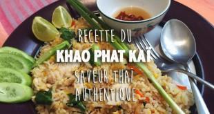 plat thailandais composé de riz frit et poulet