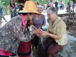 Hommage aux anciens pendant Songkran